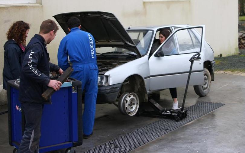 Europ'Raid, c'est un périple culturel, sportif et humanitaire à travers l'Europe en Peugeot 205.