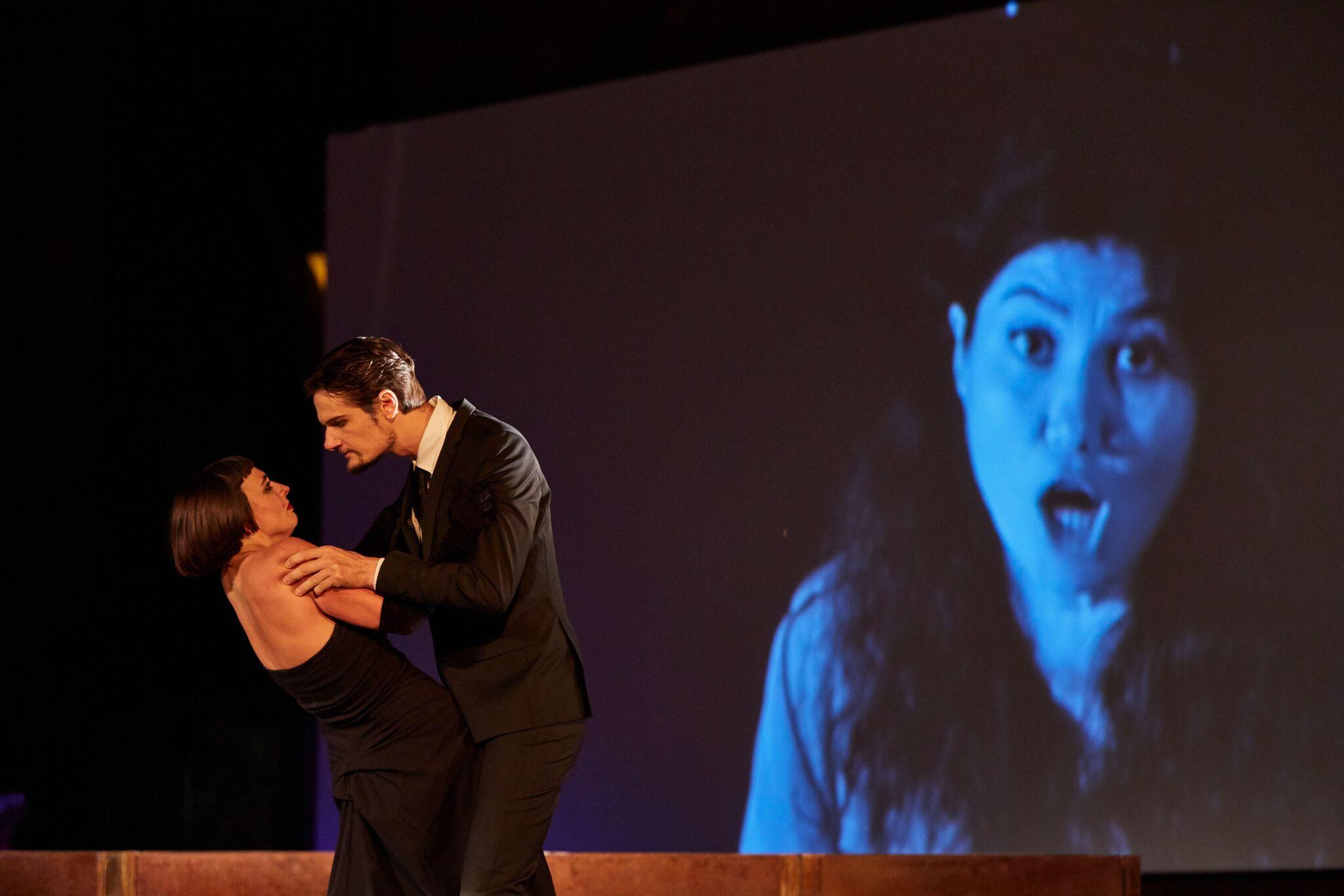 Burcu Uyar et Julien Dran,  bouleversants d'intensité en Violetta et Alfredo.
