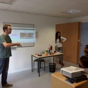 Fragil anime des cafés numériques jeunes à Dclic